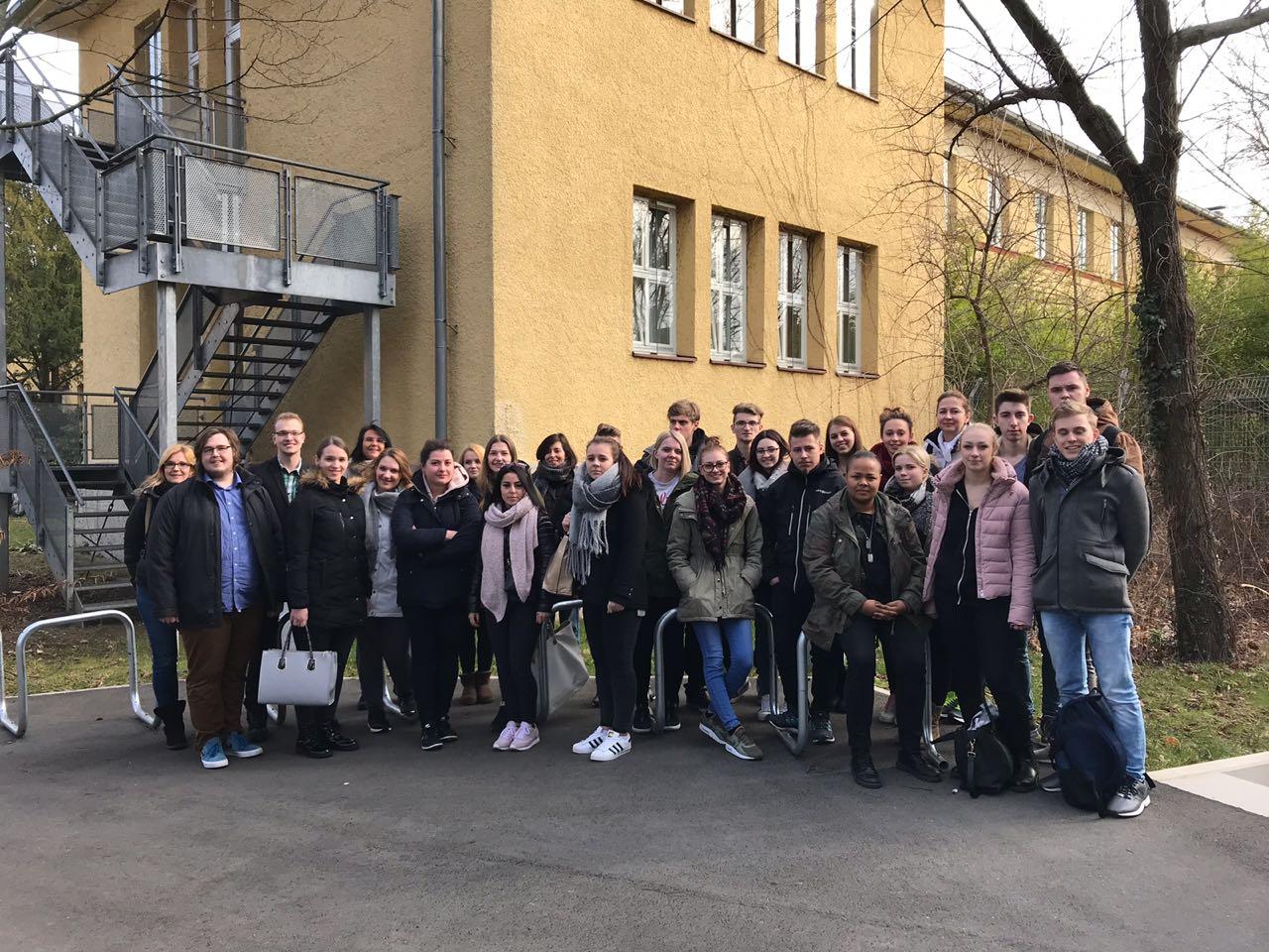 Azubis besuchen die Anatomie in Nürnberg